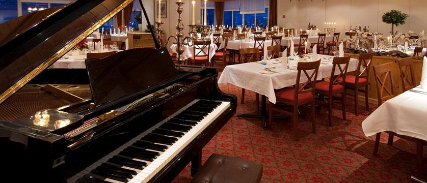 Hotel Sunstar, Grindelwald, Bernese Oberland, Switzerland - dining room.jpg